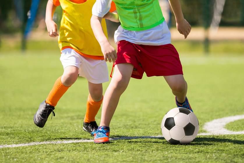 Pārejas posms no rotaļām uz futbola apmācību